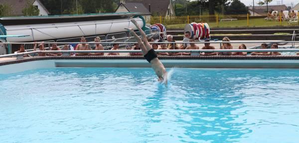 Concours de plongeons et de sauts le 23 juillet au centre for Piscine 05 juillet