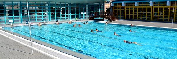 """B1 Les horaires de la piscine de Port-Jérôme-sur-Seine (Notre-Dame-de-Gravenchon)  <table id=""""tablepress-2"""" class=""""tablepress tablepress-id-2""""> <thead> <tr class=""""row-1 odd""""> <th class=""""column-1""""></th><th class=""""column-2""""><center><b>Période scolaire<br /> Bassins<b></center></th><th class=""""column-3""""><center><b>Période scolaire<br /> Espace remise en forme<b></center></th><th class=""""column-4""""><center><b>Vacances scolaires<br /> Bassins et Espace remise en forme<b></center></th><th class=""""column-5""""><center><b>Vacances d'été<br /> Bassins et Espace remise en forme<b></center></th> </tr> </thead> <tbody class=""""row-hover""""> <tr class=""""row-2 even""""> <td class=""""column-1""""><b>Lundi<b></td><td class=""""column-2""""><center>12h -13h40<br /> 16h15 -19h10</center></td><td class=""""column-3""""><center>10h-19h10</center></td><td class=""""column-4""""><center>10h - 18h40</center></td><td class=""""column-5""""><center>10h - 18h40</center></td> </tr> <tr class=""""row-3 odd""""> <td class=""""column-1""""><b>Mardi<b></td><td class=""""column-2""""><center>12h -13h40<br /> 15h40 -19h10</center></td><td class=""""column-3""""><center>10h-19h10</center></td><td class=""""column-4""""><center>10h - 18h40</center></td><td class=""""column-5""""><center>10h - 19h40</center></td> </tr> <tr class=""""row-4 even""""> <td class=""""column-1""""><b>Mercredi<b></td><td class=""""column-2""""><center>12h -18h40</center></td><td class=""""column-3""""><center>10h-18h40</center></td><td class=""""column-4""""><center>10h - 18h40</center></td><td class=""""column-5""""><center>10h - 18h40</center></td> </tr> <tr class=""""row-5 odd""""> <td class=""""column-1""""><b>Jeudi<b></td><td class=""""column-2""""><center>12h -13h40<br /> 15h40 -19h10</center></td><td class=""""column-3""""><center>10h-19h10</center></td><td class=""""column-4""""><center>10h - 18h40</center></td><td class=""""column-5""""><center>10h - 19h40</center></td> </tr> <tr class=""""row-6 even""""> <td class=""""column-1""""><b>Vendredi<b></td><td class=""""column-2""""><center>12h-19h10</center></td><td class=""""column-3""""><center>10h-19h10</center></td><td class=""""column-4""""><ce"""