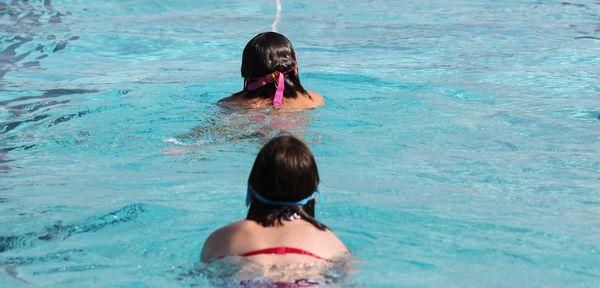 Cet t le ons de natation pour les enfants dans les for Piscine gravenchon